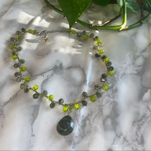 Green crystals & silver necklace 🧡